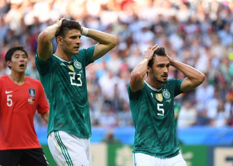 Гомес и Хуммельс шокированы.