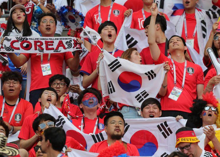Трибуна корейских болельщиков.
