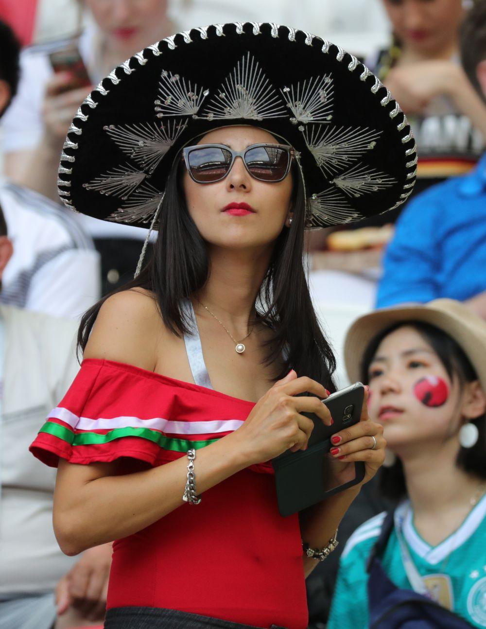 Благодаря поражению Германии из группы вышла Мексика, так что этой фанатке было за кого поболеть в Казани.