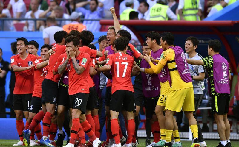 Корейцы тоже плачут - но от радости.