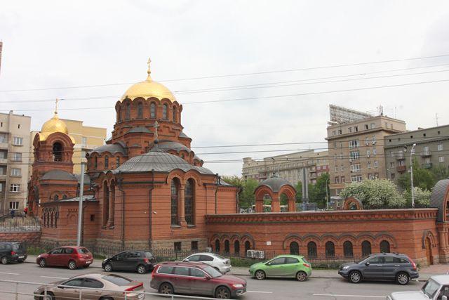Художник расписал весь храм.