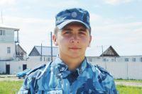 Антон Сыров случайно оказался рядом с местом, где начался пожар и не раздумывая, спас двух мужчин из горящей квартиры.