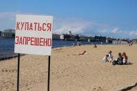 Нужно дождаться, когда водоёмы прогреются, а также будут подготовлены и официально открыты места для купания и пляжи.