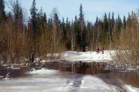 Семь человек, находившихся внутри кунга, не смогли выбраться и утонули в ручье.