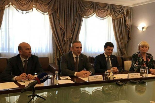 Александр Моор обсудил вопросы сотрудничества с ЯНАО