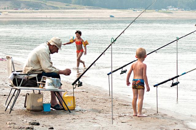 Семейные пурпейцы мусора «поймали» больше чем рыбы
