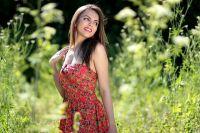 Тесное платье из синтетической ткани и с глубоким вырезом в жаркую погоду может привести к проблемам со здоровьем.