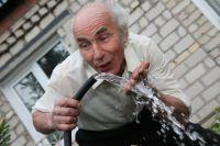 2,5 литра жидкости в день надо выпивать летом.