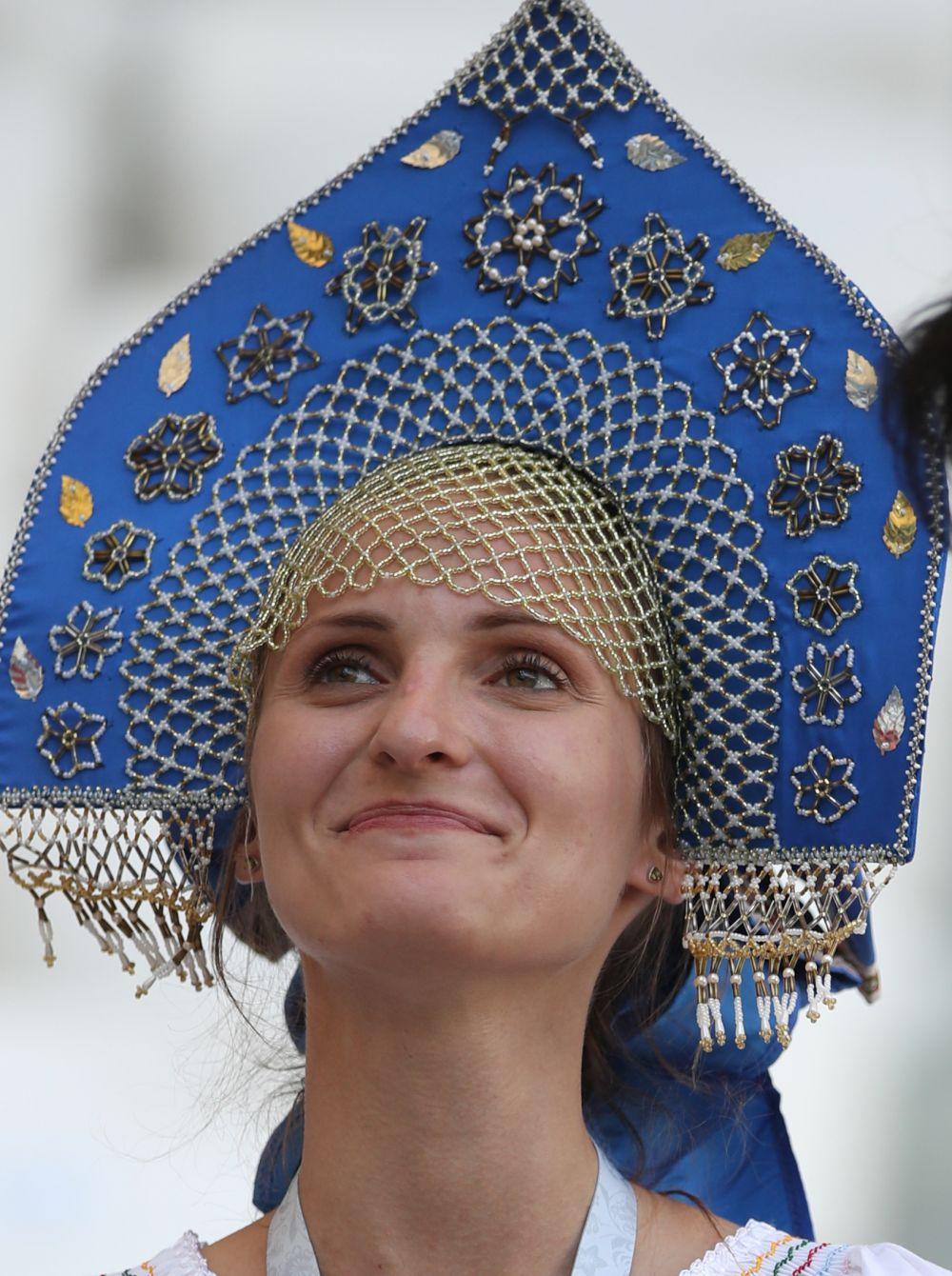 Классика жанра - красавица в кокошнике. Польская болельщица облачилась в национальный костюм.