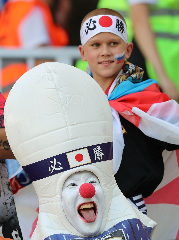 Самыми необычными нарядами отличились японские болельщики.