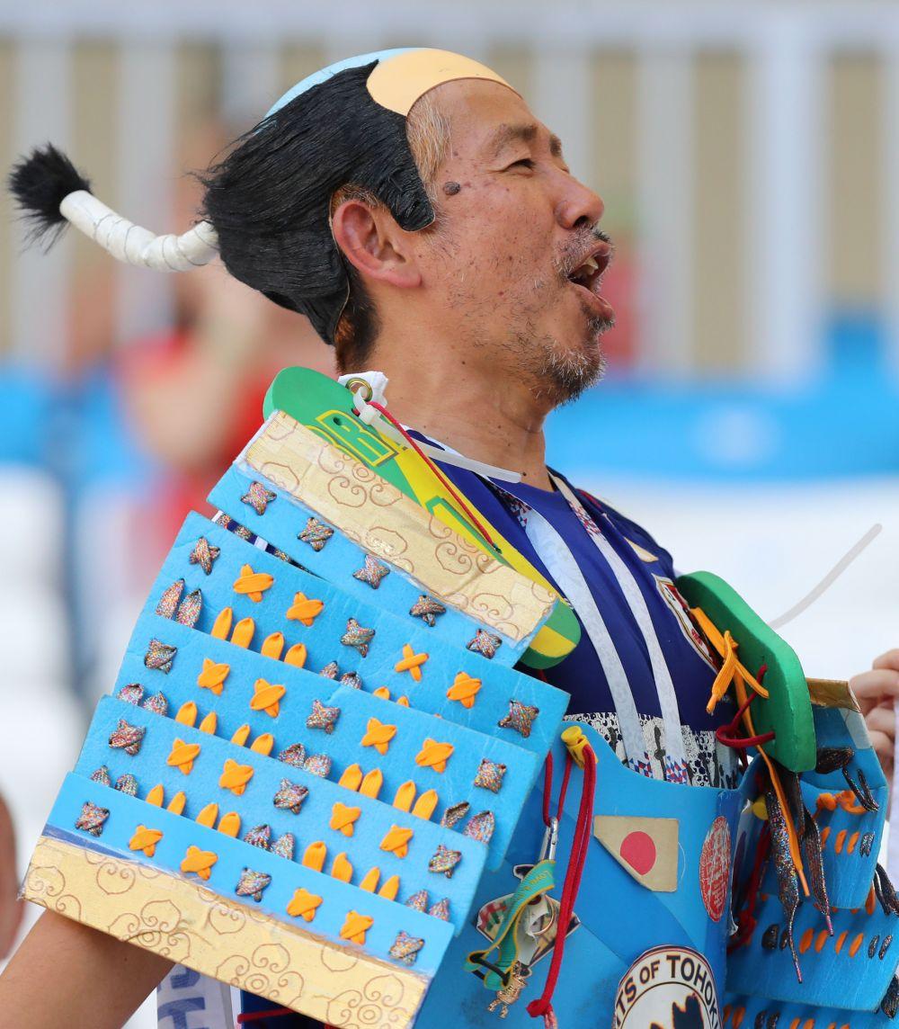 Некоторые японские костюмы просто поражали своей экстравагантностью.
