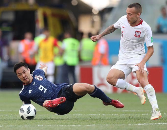 Нападающий Синдзи Окадзаки особенно активно среди японских футболистов сражался за владение мячом всю игру.