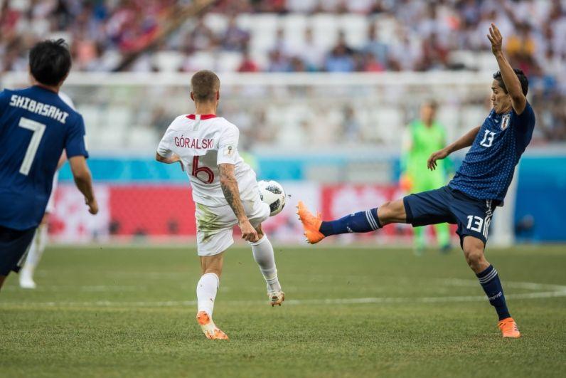 Яцек Гуральски и Ёсинори Муто схлестнулись в борьбе за мяч.