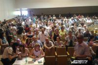 Зал ДК вмещает 350 человек, а пришли 1200.