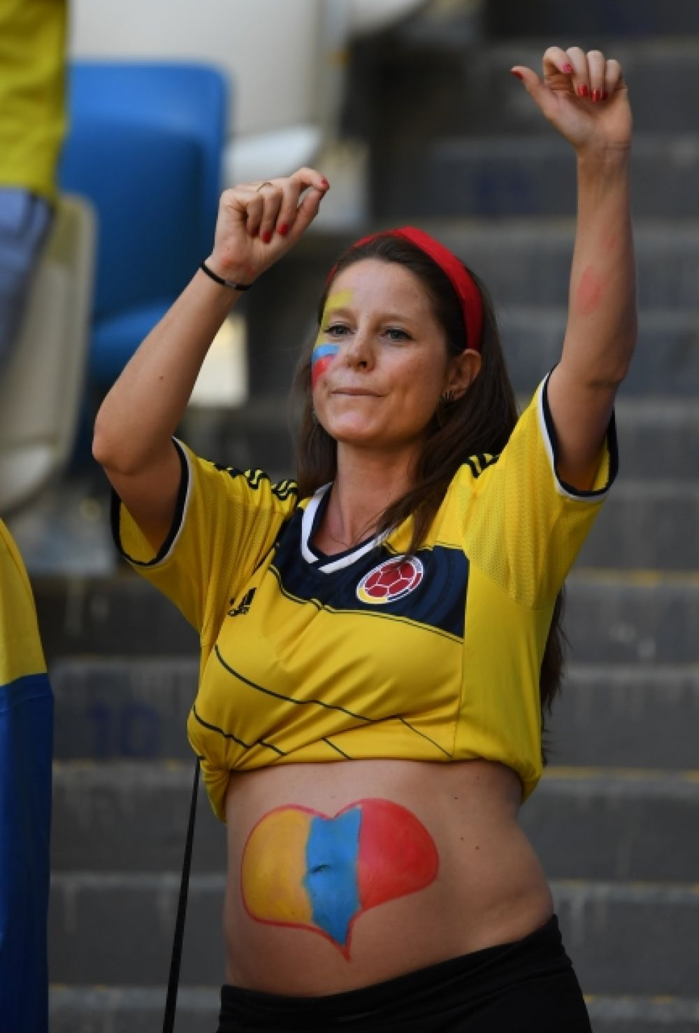 Кое-кто из колумбийцев начал поддерживать свою сборную еще до рождения.