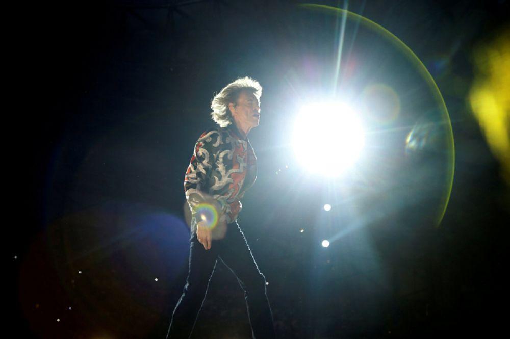 Мик Джаггер из Rolling Stones выступает во время концерта в рамках европейского турне «No Filter» на стадионе «Orange Velodrome» в Марселе, Франция.