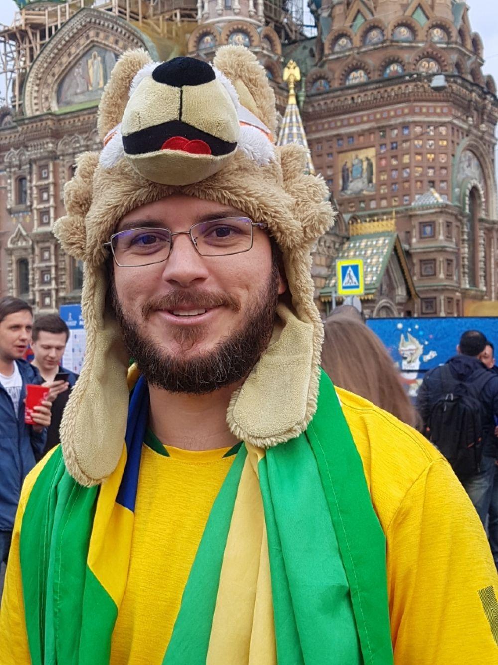 Среди болельщиков пользуется спросом шапка в виде Забиваки.