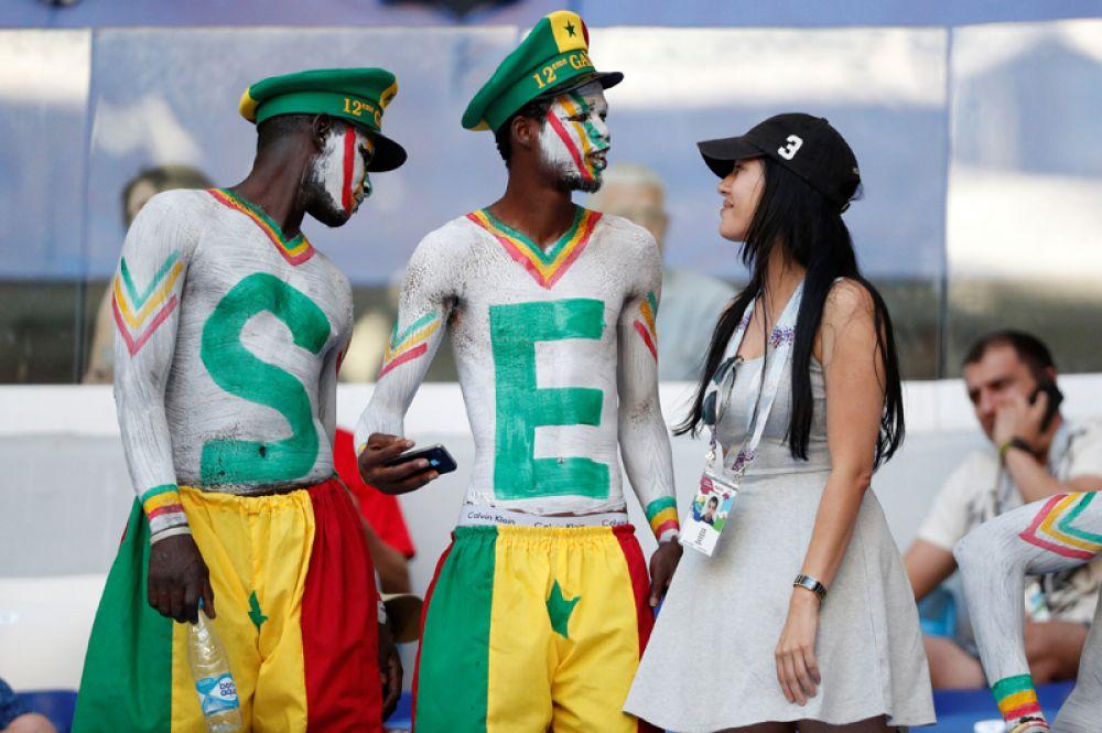 Футбольные фанаты из Сенегала перед матчем с Колумбией в Самаре.
