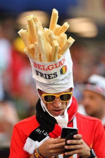 Бельгийский болельщик на стадионе в Калининграде.
