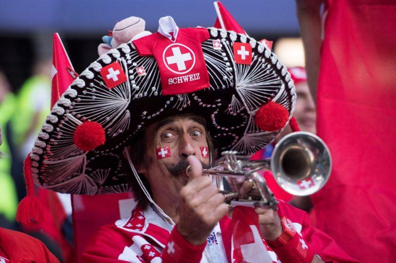 Болельщик из Швейцарии перед матчем между Швейцарией и Сербией в Калининграде.