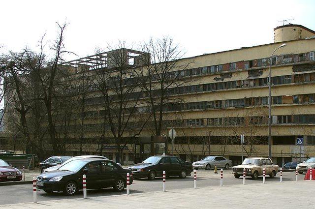 Вид дома Наркомфина со стороны Новинского бульвара, 2007.