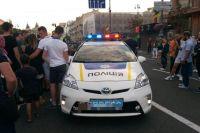 Поймали со второй попытки: в Киеве парень пробежался по авто с полицейскими