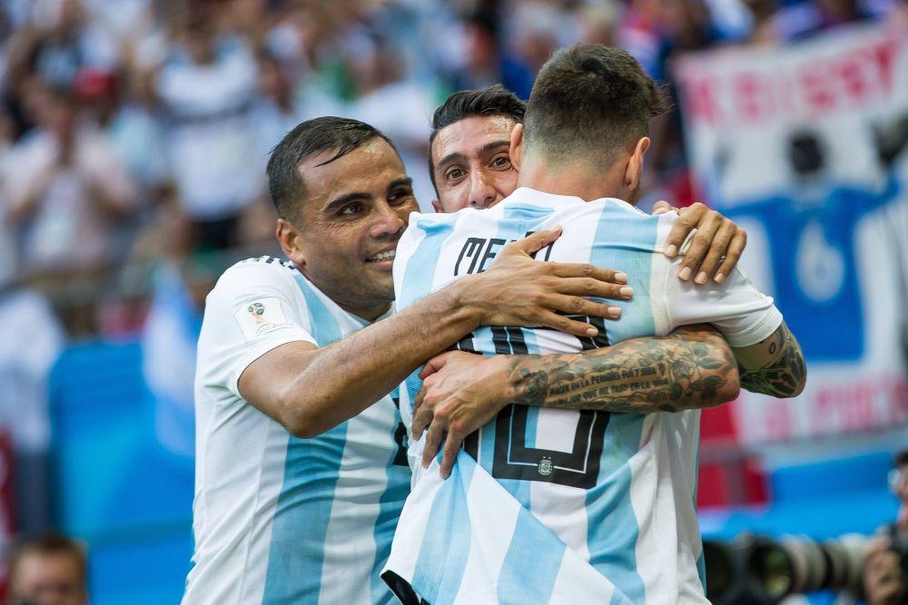 Но всё-таки пропускает второй гол: на 48-й минуте Меркадо выводит Аргентину вперёд - 1:2.