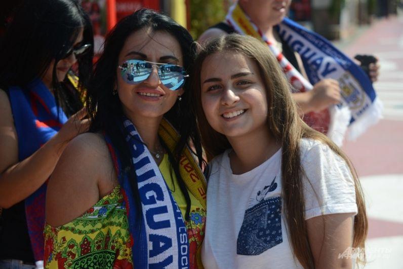 Эти девушки - за Уругвай, то есть против Криштиану Роналду. Бывает же такое...