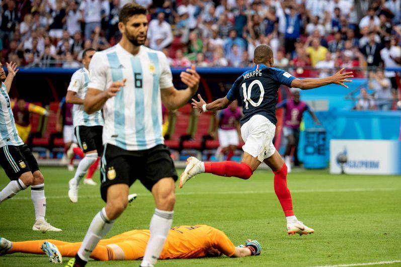 На 64-й минуте Мбаппе выводит Францию вперёд.