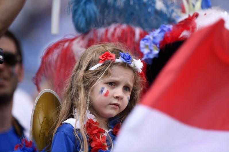 Юная болельщица сборной Франции.