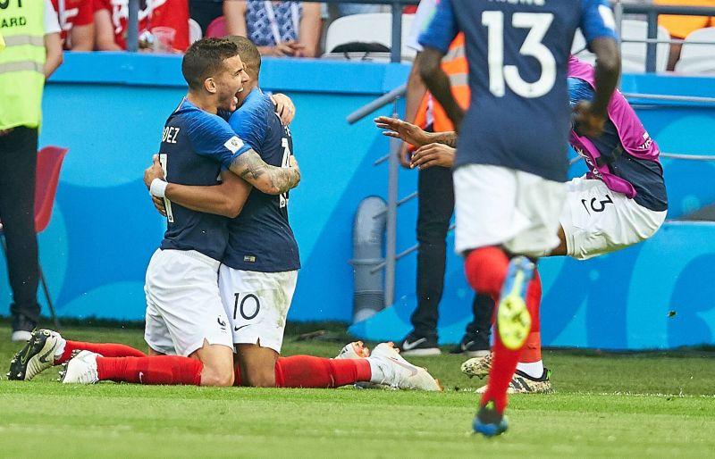 Игроки сборной Франций не сдерживают эмоций.