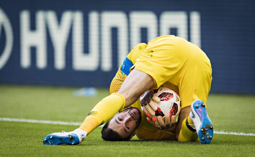 Вратарь сборной Франции Уго Льорис спасает команду в самых невероятных положениях.