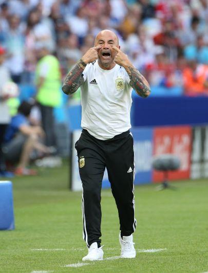 Главный тренер сборной Аргентины Хорхе Сампаоли после матча. Есть сведения, что он уже отправлен в отставку, однако сам Сампаоли это не подтвердил.