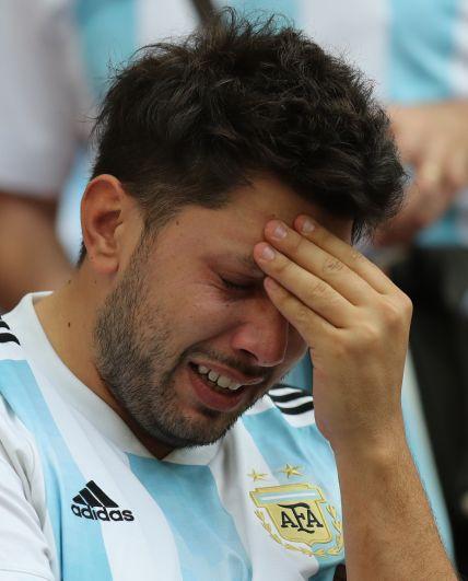 К финалу встречи на трибунах бело-голубых уже многие не могли сдержать слёз.