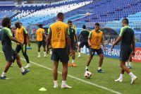 Игроки сборной Бразилии на тренировке перед матчем 1/8 финала чемпионата мира по футболу против сборной Мексики.