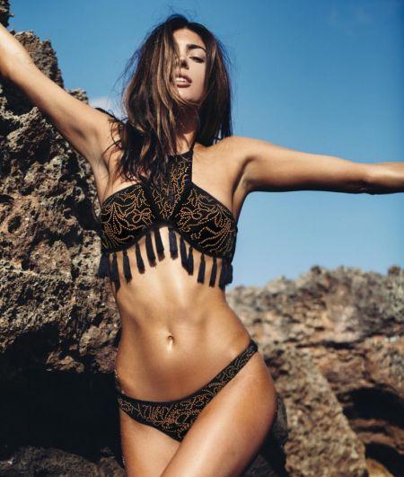 Купальник с кисточками был в тренде и в 2017 году. В этом году купальник был представлен и на подиумах - к примеру, в пляжной коллекции Valentino.