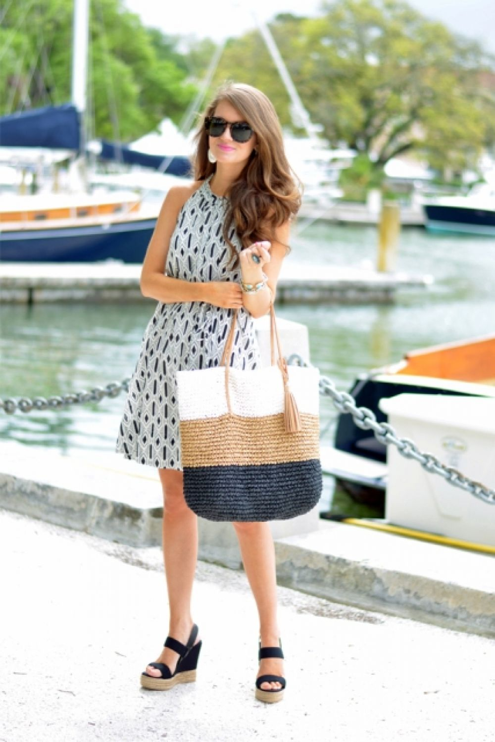 Второй тренд - это уже давно и всем известные плетеные сумки.