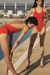 """Красный купальник - это must have всех пляжей в 2018 году. К слову, красный сплошной купальник был на пике популярности в начале 1990-х, во время трансляции сериала """"Спасатели Малибу""""."""