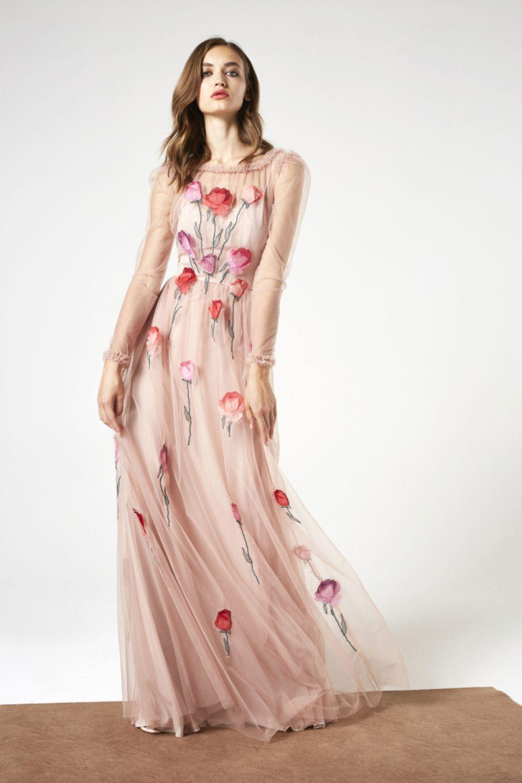 От купальников переходим к сарафанам. В этом году в моде сарафаны в пол и желательно с цветочным или фруктовым принтом.