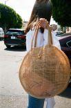 У сумки-сетки много преимуществ, но главное - она не собирает песок. Правда, и промокает довольно сильно.