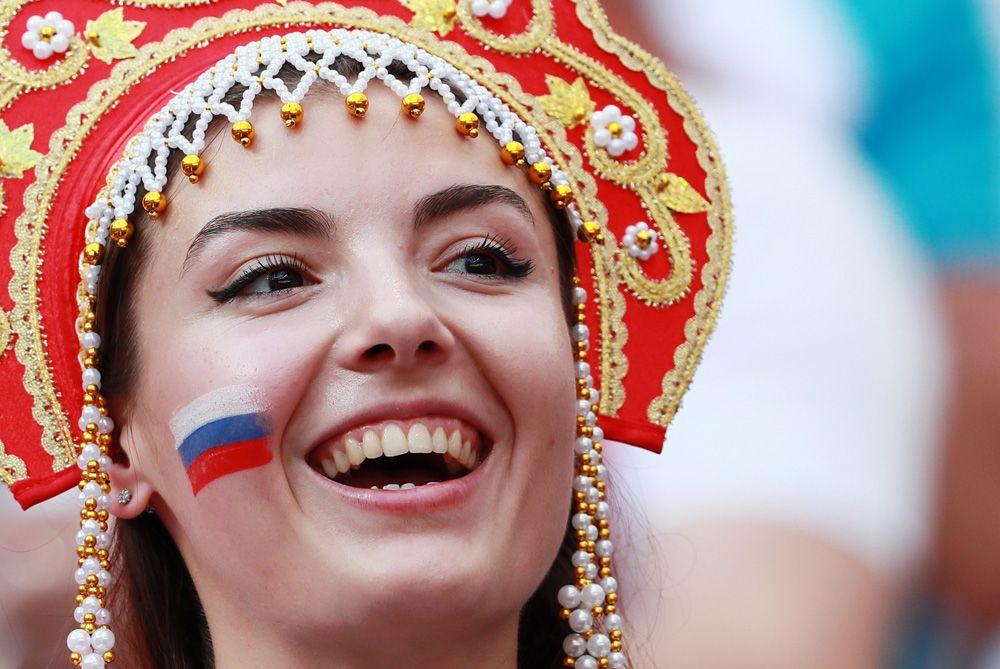 Болельщица сборной России на матче 1/8 финала чемпионата мира по футболу между сборными Испании и России.