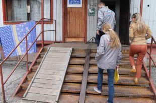 Пандусы в кузбасских городах часто выглядят, как насмешка над нуждами инвалидов и молодых мам.