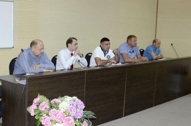 На базе хоккейного клуба «Дизель» состоялось первое организационное собрание.
