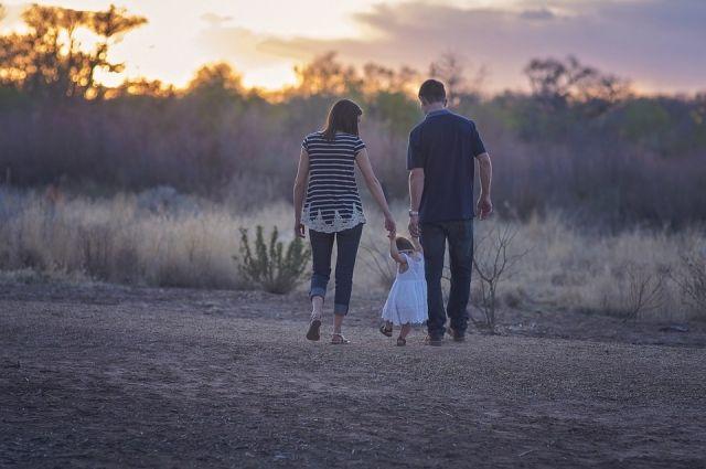 Важно продолжать общаться со своими детьми, заботиться о них даже после расставания.
