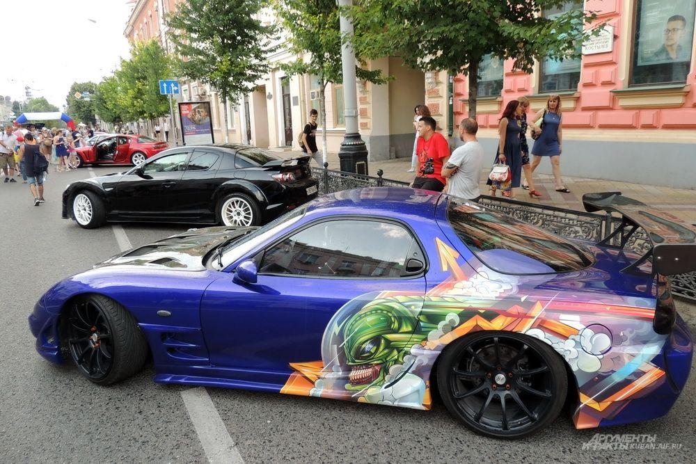 Выставка спортивных машин.