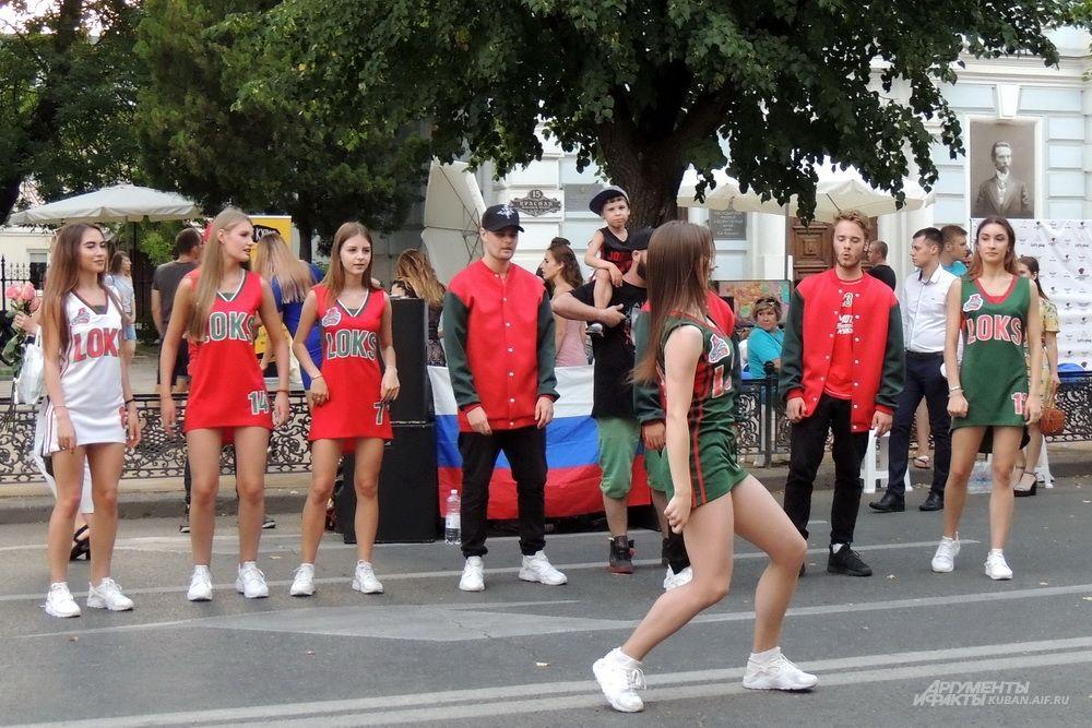 Группа поддержки баскетбольного клуба «Локомотив-Кубань».