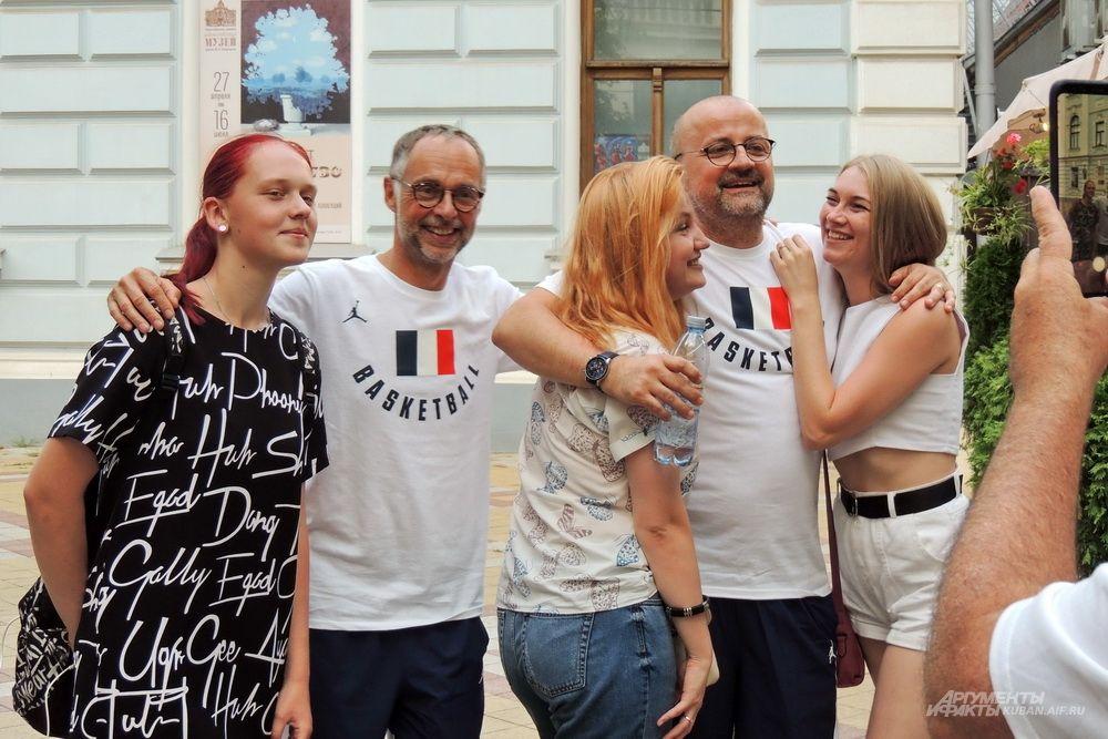 На праздник заглянули члены штаба сборной Франции по баскетболу, которая 2 июля сыграет в Краснодаре с командой России.