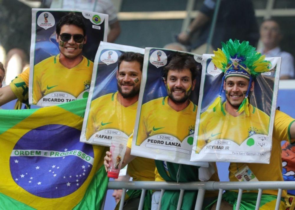 Бразильские фанаты с фото своих кумиров, которые они использовали как тантамарески.