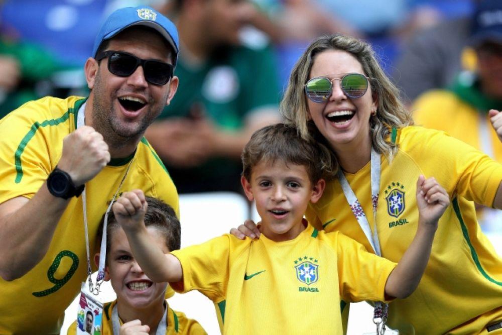После такого карнавала семья болельщиков сборной Бразилии выглядит весьма просто.