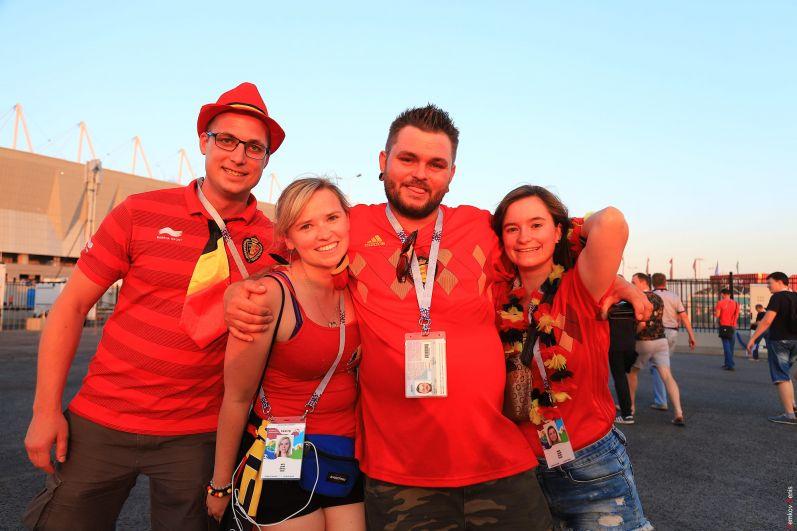 Бельгийская молодёжь в предвкушении победы любимой команды.